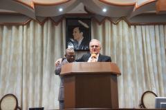 Le pasteur Francois LePicard prie pour le pasteur KALUMBU